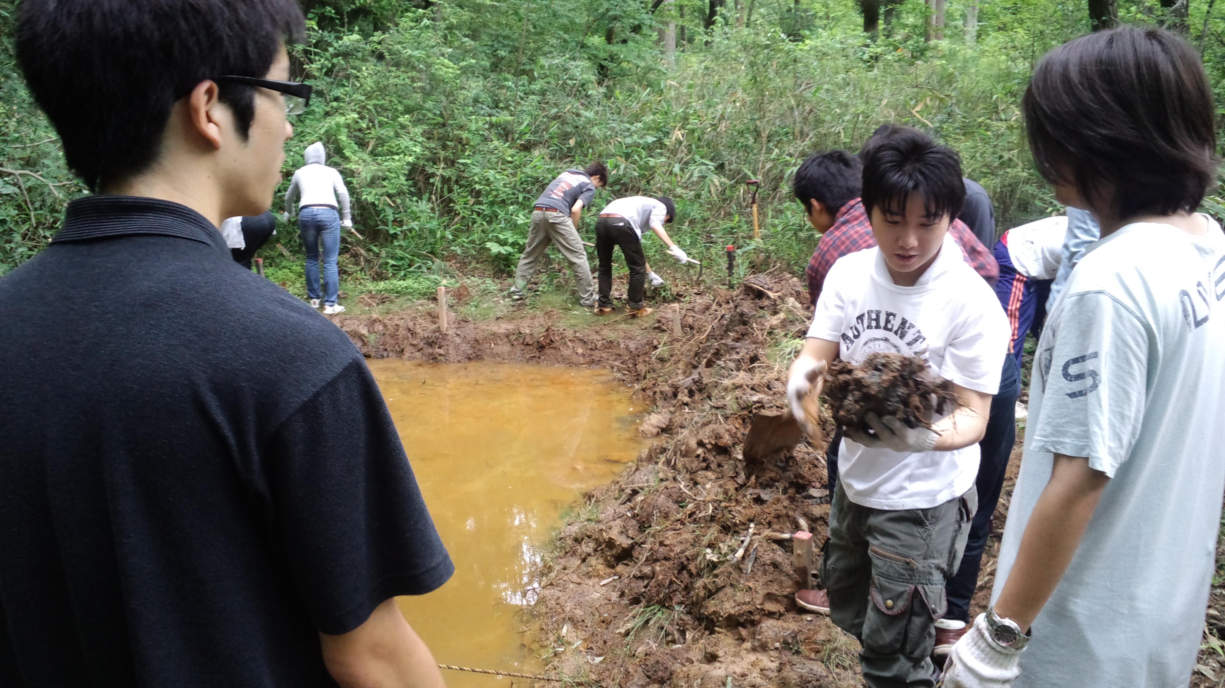ため池の土手づくり.JPG